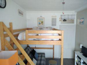espace salon et lit